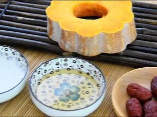 春日里的一道健康食谱——蜜汁蒸南瓜, 『食材』  南瓜/蜂蜜/红枣/水淀粉/