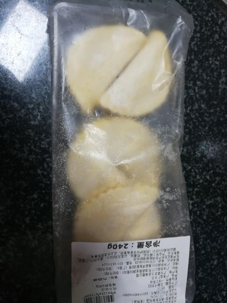 入口即化的榴莲饼,把榴莲饼提前从冰箱里拿出来自然解冻