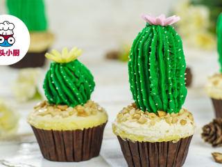 网红仙人掌杯子蛋糕,最后在顶部放一朵装饰糖花,即可享用