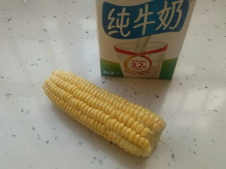牛奶玉米汁,备好纯牛奶和玉米