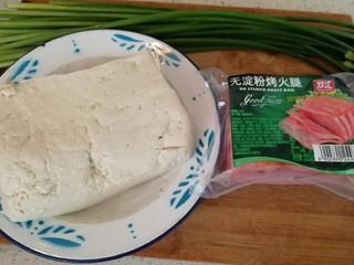 炸豆腐泡酱溜火腿韭苔,备料:豆腐,韭苔,无淀粉火土