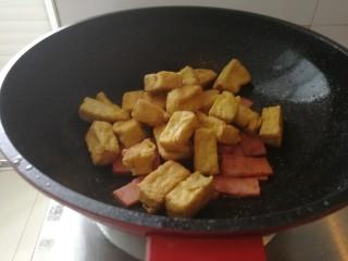 炸豆腐泡酱溜火腿韭苔,加豆腐泡