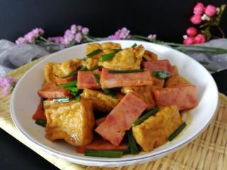 炸豆腐泡酱溜火腿韭苔,照个相吧,酱香爽口,很不错哦。