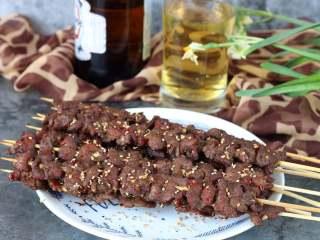 孜然牛肉串,某人说牛肉串搭配啤酒,日子太美好