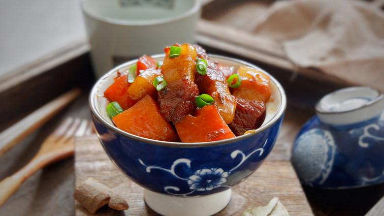 五花肉烧胡萝卜,成品图~