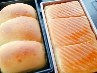 奶油奶酪吐司,不带盖的模具中间上色满意要及时加盖锡纸。出炉马上从模具中取出晾凉,装在密封盒或密封袋中,第二天食用口感最佳。