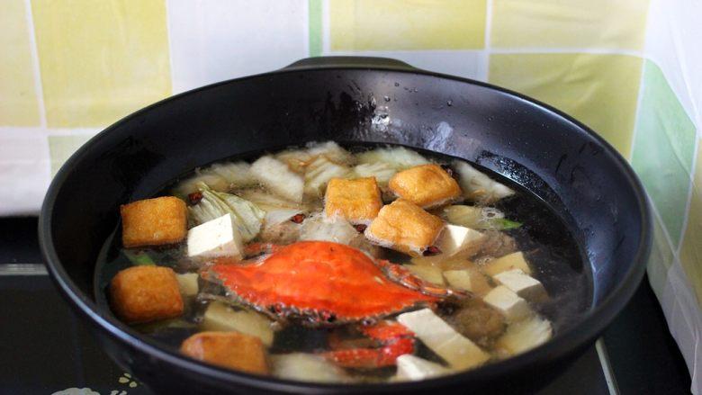 海鲜什锦一锅烩,放入切块的北豆腐