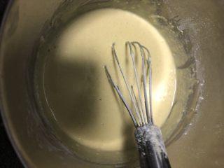 奶香小米糕,搅拌均匀