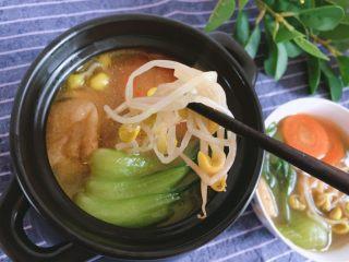 青菜豆泡汤,豆芽的口感也不错