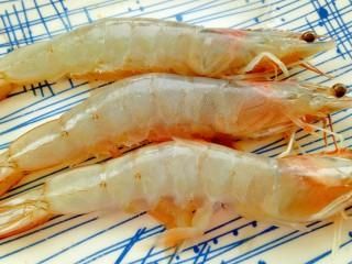 茄汁鲜虾意面,准备好鲜虾