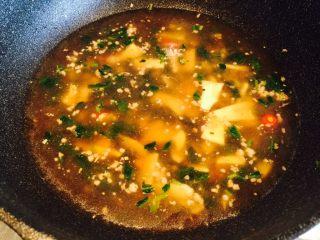 冬笋雪菜肉末面,加温水烧开