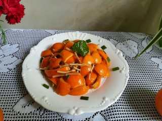 #时令菜#清香开胃的折耳根凉拌橙皮,腌制一个小时后,装盘。 很漂亮是不是?