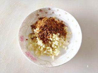 香蒜贻贝,再加入少许玉米油搅拌均匀,