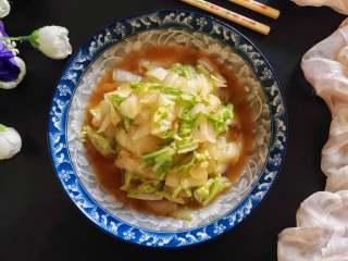 快炒+营养+美味的蚝油小白菜,春天,吃些清淡的菜,有助于我们的身体排出毒素。