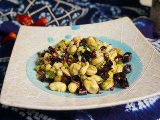 麻辣沸腾蚕豆,一盘麻辣沸腾的蚕豆就做好了,趁着热赶紧品尝这一口春天的味道吧