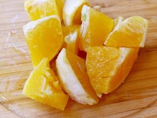 简单营养沙拉,橙子去皮切小块
