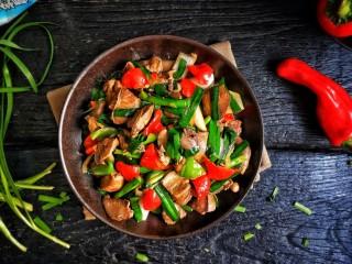 春韭炒鸡肝块,韭菜熟了即可盛盘。