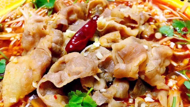 水煮肥牛金针菇,这道美味做起来既方便又快捷肥牛和金针菇的营养价值超赞