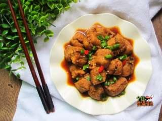豆腐泡塞肉,豆泡是一種很吸味的菜,跟誰都很百搭。