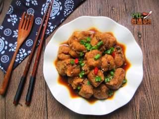 豆腐泡塞肉,豆泡容易吸鹽,提前泡下水可防止吸入鹽分多過咸