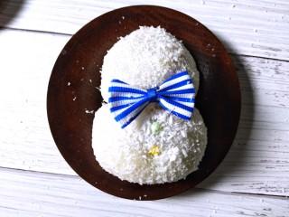 雪人⛄️的畅想~草莓🍓大福,下边大些的中间放上两个糖豆做扣子。