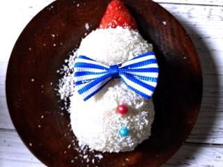 雪人⛄️的畅想~草莓🍓大福,用牙签插入糯米糍个🍓草莓注意别出头。