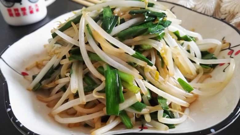 春天的味道-韭菜炒银芽,清清爽爽、春意浓浓的韭菜炒银芽上桌啦。