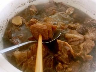 干豆角烧牛肉,当牛腩烧至八分熟后开大火