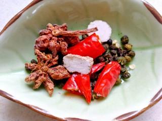 干豆角烧牛肉,喜欢吃辣的,尖辣椒多放一点