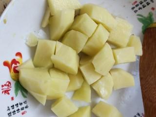 红烧鸡块,土豆切块
