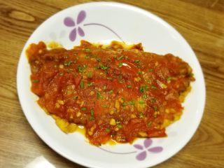 番茄沙巴鱼,出锅装盘洒入葱花🌸。