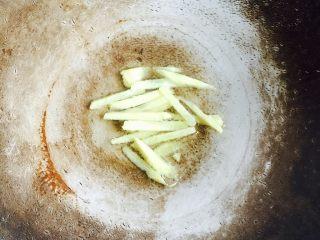 春季养生汤~枸杞菠菜猪肝汤,煸出香味