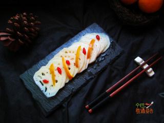 酸甜橙香藕片,簡單的調味,酸甜脆嫩,既開胃又不會給腸胃增加負擔