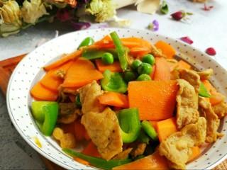 胡萝卜炒豌豆,胡萝卜素,维C,蛋白质~