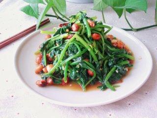 凉拌果仁菠菜,喜欢的还可以再撒上些熟芝麻