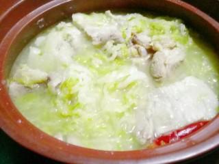 砂锅酸菜炖大骨头
