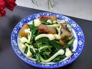 #最下饭的野菜#小根蒜炒腊肉,成品图。