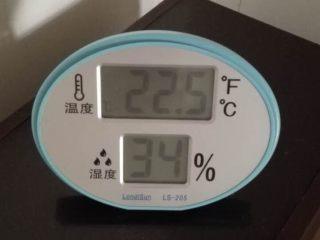 红油腐乳,气温很重要, 当天的气温,不能高于23度了,还是温度低保险些,但太低时间会很长