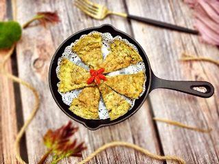 #春食野菜#椿芽烘鹅蛋,装盘,椿芽独特的香味和鹅蛋的碰撞简直是太绝,赶快趁热吃吧