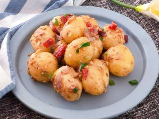 强烈诱惑的干锅小土豆,瞬间俘虏你的味觉