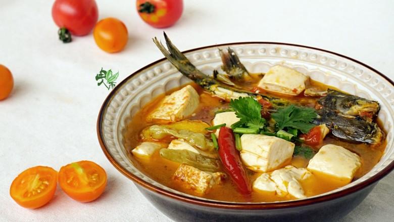 酸辣番茄豆腐鱼,出锅撒上香菜,口味是酸酸辣辣的,很可口。