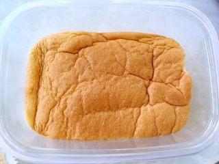 奶油盒子蛋糕,再铺上一层蛋糕片