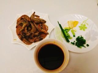 家常菜+红烧明虾,全部弄好备用