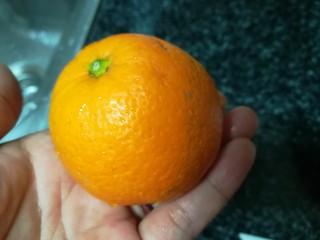 晶莹剔透的好吃,还是好药的糖渍血橙皮,血橙取出一个