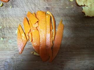 晶莹剔透的好吃,还是好药的糖渍血橙皮,码齐切碎