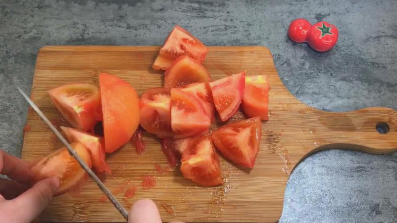 番茄牛肉汤,2个番茄切块