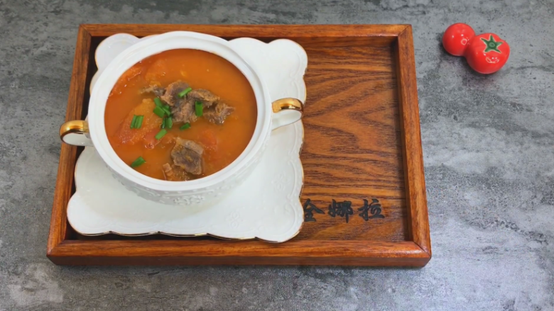 番茄牛肉汤,鲜美的牛肉汤就出锅了