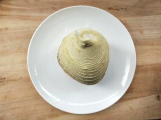 下饭菜春笋腌菜炒肉末,取春笋半个。