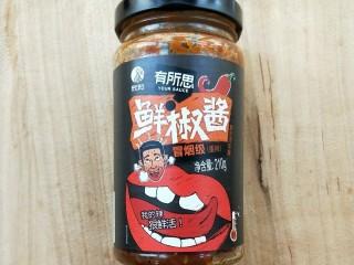 下饭菜春笋腌菜炒肉末,鲜椒酱。