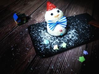 雪人⛄️的畅想~草莓🍓大福,黑胡椒点眼睛👀,番茄酱点微笑唇,一个小雪人做好了!太可爱了!
